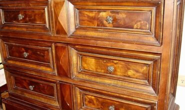 Restaurierung antiker Möbel